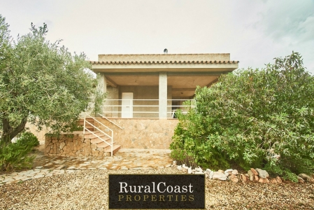 Detached Villa for sale in Finestrat, 2 rooms and 1 bathrooms, Furnished and Air conditioning.