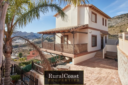 Detached house for sale in Relleu, with 122 m2, 4 bedrooms , 3 bathrooms and Swimming pool.