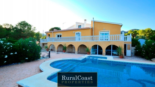 House for sale in Torre De Les Maçanes, La/Torremanzanas, with 400 m2, 4 rooms and 4 bathrooms, Swimming pool and Storage room.